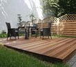 W letnim słońcu: jak zadbać o drewno w ogrodzie?